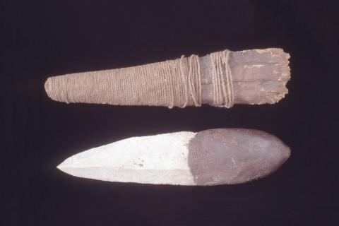 Western Arrarnta stone knife and sheath made of bark