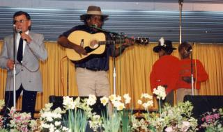 Morris Traeger singing, Gus Williams on guitar and Warren and Clyde